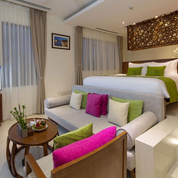 Terrace Pool Suite 4